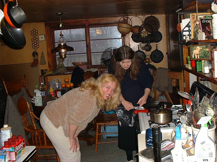 Niki and BJ Steinman prepare dinner during a kitchen handspinning session